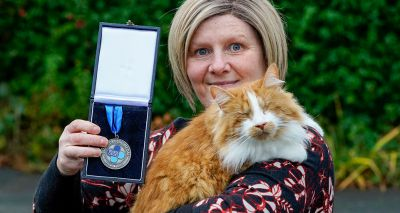 Blind therapy cat wins Blue Cross Medal